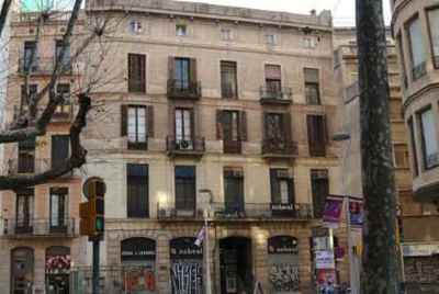 Пятиэтажное здание в центре Барселоны